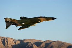 Los militares F-16 echan en chorro Fotografía de archivo