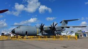 Los militares malasios reales de Airbus A400m de la fuerza aérea transportan los aviones en la exhibición en Singapur Airshow Imagen de archivo