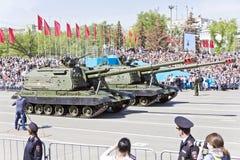 Los militares rusos transportan en el desfile en Victory Day anual, Fotografía de archivo libre de regalías