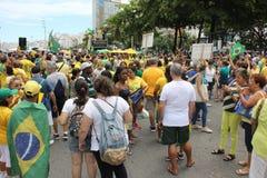 Los millares de brasileños van a las calles a protestar contra corazón Fotografía de archivo libre de regalías