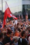 Los millares de opositores del gobierno protestaron en Cracovia contra nuevas reformas judiciales y planes futuros para cambiar e Imágenes de archivo libres de regalías