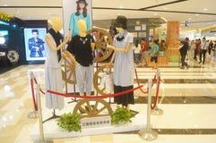 Los modelos de la ropa muestran la nueva ropa Fotografía de archivo libre de regalías
