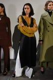 Los modelos presentan en la pista en la presentación de Beaufille Fotografía de archivo libre de regalías