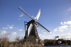 Los molinoes de viento holandeses viejos, Holanda, extensiones rurales Molinoes de viento, el símbolo de Holanda Foto de archivo
