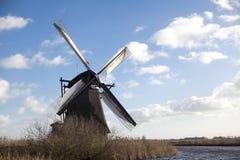 Los molinoes de viento holandeses viejos, Holanda, extensiones rurales Molinoes de viento, el símbolo de Holanda Foto de archivo libre de regalías