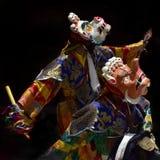 Los monjes budistas en ropa tibetana nacional ritual realizan la danza de la máscara que representa sacrificio humano Imágenes de archivo libres de regalías