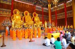 Los monjes chinos y la gente china muestran la gran fe Fotografía de archivo