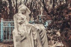 Los monumentos antiguos de las piedras sepulcrales del cementerio de las bebidas espirituosas del fantasma del misterio del misti fotos de archivo
