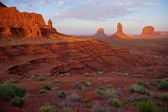 Los monumentos de las manoplas de Utah Arizona del valle del monumento abandonan paisaje Foto de archivo