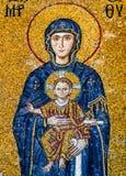 Los mosaicos de Comnenus, en la galería meridional del Hagia Sofía con fecha de 1122 con la Virgen María en una tenencia azul mar imagenes de archivo