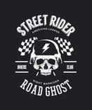 Los motoristas del vintage aporrean el logotipo de la camiseta del vector aislado en fondo oscuro ilustración del vector