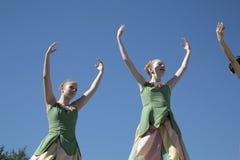 Los movimientos de los bailarines de ballet preciosos son agraciados Foto de archivo libre de regalías