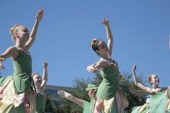 Los movimientos de los bailarines de ballet son agraciados Foto de archivo libre de regalías