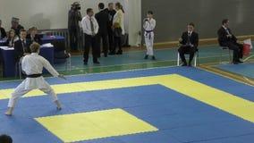 Los muchachos compiten en karate almacen de metraje de vídeo