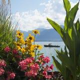 Los muelles Flor-alineados hermosos de Montreux, Suiza Foto de archivo libre de regalías