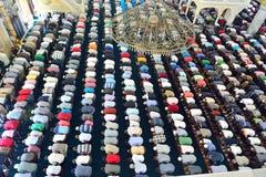 Los musulmanes en la mezquita para el rezo eran puros Imágenes de archivo libres de regalías