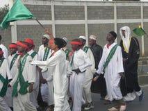 Los musulmanes realizan un qasida en las calles de Nairobi Foto de archivo