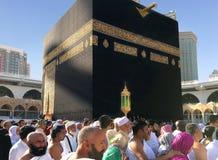 Los musulmanes recolectaron en La Meca de los países diferentes del ` s del mundo fotos de archivo libres de regalías