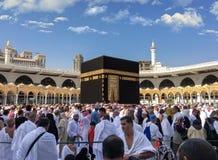 Los musulmanes recolectaron en La Meca de los países diferentes del ` s del mundo foto de archivo libre de regalías