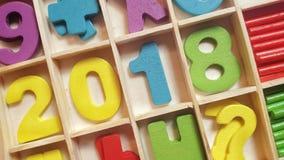 Los números coloreados en las células de madera forman el número 2018 Fotografía de archivo libre de regalías