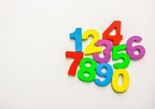 Los números numéricos fijaron de 0 a 9 en el fondo blanco y plano foto de archivo libre de regalías