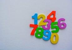 Los números numéricos fijaron de 0 a 9 en el fondo blanco y plano foto de archivo