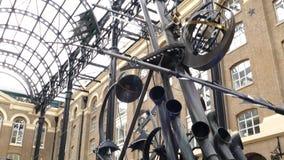 Los navegadores, una escultura de David Kempton en Galleria del heno metrajes