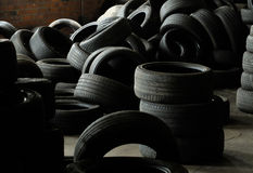 Los neumáticos utilizaron los neumáticos del vehículo Fotos de archivo libres de regalías