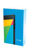 Los nexos de Google 7 v2 venden la caja al por menor en el fondo blanco fotos de archivo
