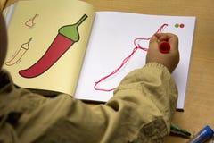 Los niños aprenden dibujar imagen de archivo