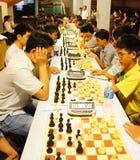 Los niños asiáticos, ajedrez compiten, deporte de la inteligencia Fotos de archivo libres de regalías