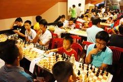 Los niños asiáticos, ajedrez compiten, deporte de la inteligencia Foto de archivo libre de regalías