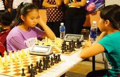 Los niños asiáticos, ajedrez compiten, deporte de la inteligencia Fotografía de archivo libre de regalías