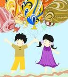 Los niños asiáticos son globos enormes hermosos y del control Fotos de archivo