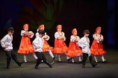 Los niños bailan en el concierto Foto de archivo libre de regalías