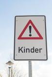 Los niños de la atención firman adentro lengua alemana Imagen de archivo libre de regalías