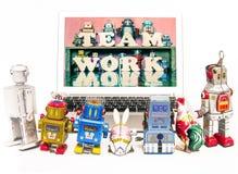 Los niños del robot aprenden sobre trabajo del equipo Imagen de archivo libre de regalías