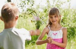 Los niños en el jardín Imagen de archivo libre de regalías