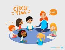 Los niños escuchan y hablan con el profesor preescolar amistoso durante actividad educativa en guardería Aprendizaje a través de  ilustración del vector