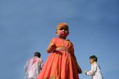 Los niños están gozando de Holi, el festival del color de la India Imágenes de archivo libres de regalías