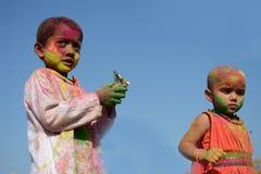Los niños están gozando de Holi, el festival del color de la India Fotografía de archivo libre de regalías