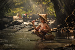 Los niños están pescando Imágenes de archivo libres de regalías