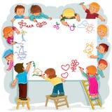 Los niños felices juntos dibujan en una hoja de papel grande Imágenes de archivo libres de regalías