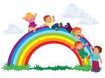 Los niños jovenes despreocupados resbalan abajo el arco iris Fotografía de archivo
