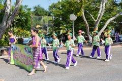 Los niños no identificados desfilan en el día de los deportes de la publicación anual, Tailandia fotografía de archivo libre de regalías