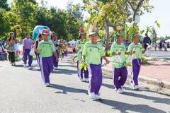Los niños no identificados desfilan en el día de los deportes de la publicación anual, Tailandia imagen de archivo
