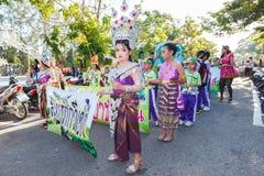 Los niños no identificados desfilan en el día de los deportes de la publicación anual, Tailandia foto de archivo