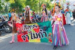 Los niños no identificados desfilan en el día de los deportes de la publicación anual, Tailandia fotografía de archivo
