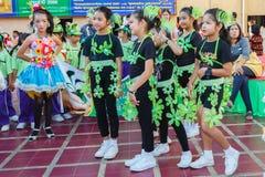 Los niños no identificados desfilan en el día de los deportes de la publicación anual, Tailandia foto de archivo libre de regalías