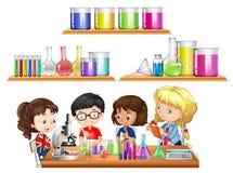 Los niños que hacen ciencia experimentan y fijan de cubiletes stock de ilustración